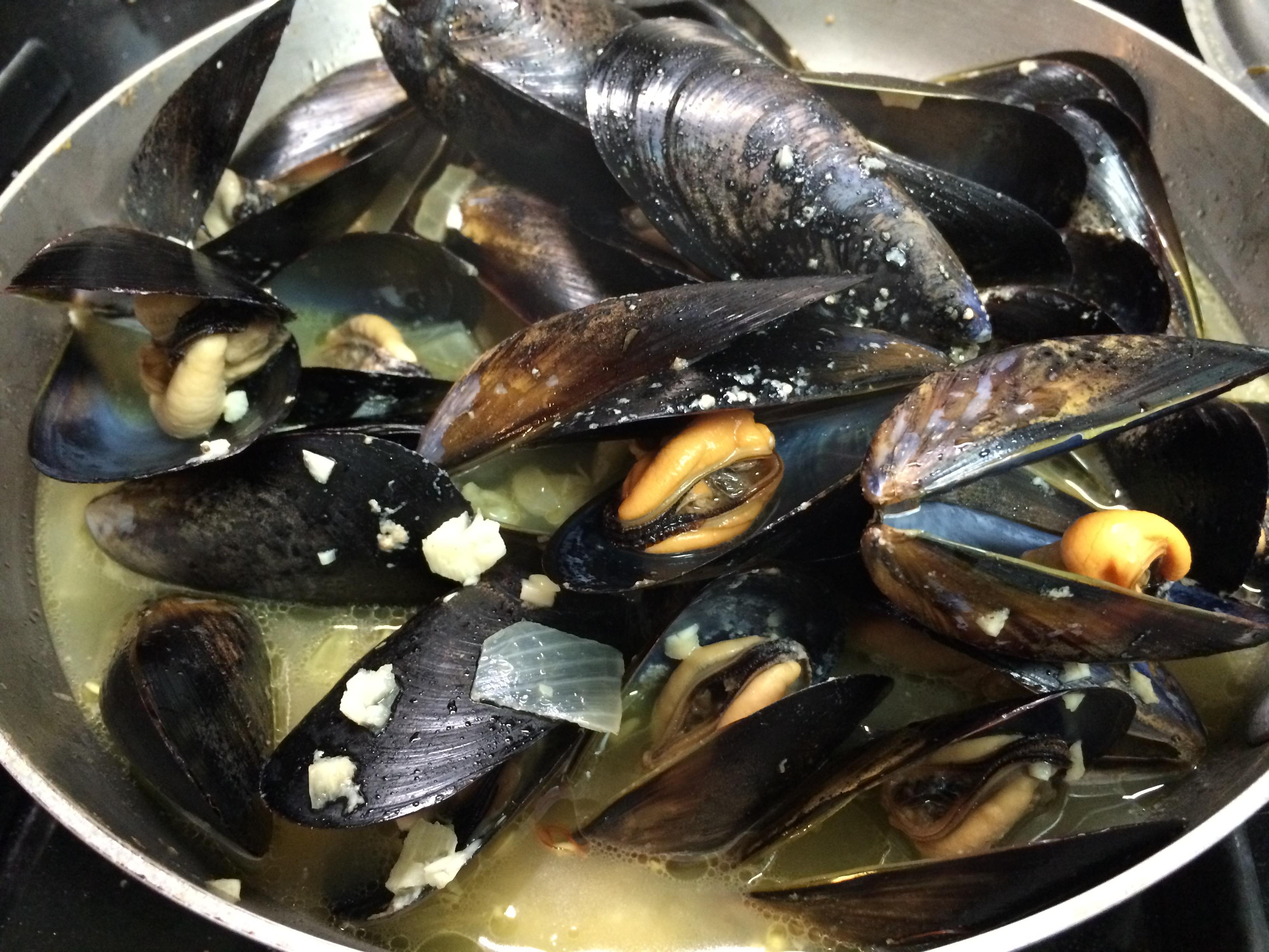 EATS: Mussels with Saffron | sugarplumfairyblog