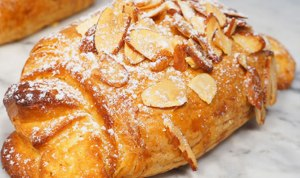 pastry_croissant_almond1